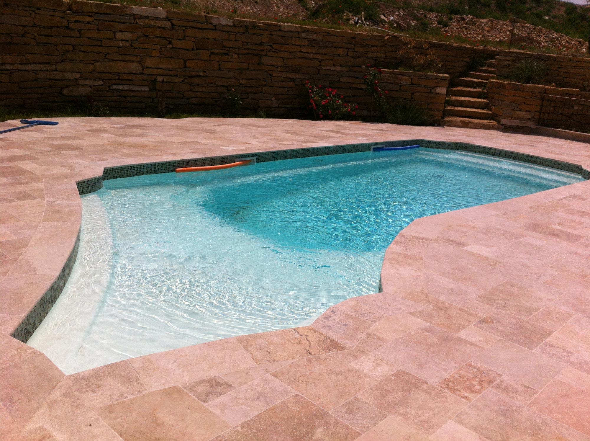Piscine coque piscines coques piscines beton saint cyr for Piscine a coque