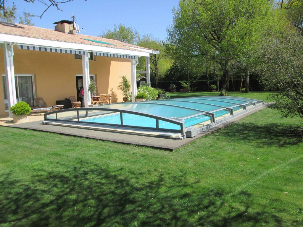 Abris piscine piscines coques piscines beton saint cyr for Abri piscine pool up